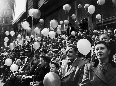 jay-maisel-thanksgiving-day-parade-balloons-man-with-eye-patch-mid-1950s-gelatin-silver-print